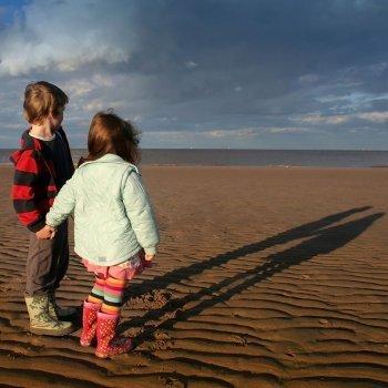 Cuando un niño descubre su sombra por primera vez