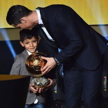 Los niños no entienden de enemigos. El gesto del hijo de Ronaldo hacia Messi