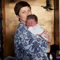 Las primeras fotos de madres con sus bebés en casa