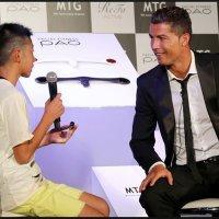 Cristiano Ronaldo defiende a un niño de las burlas