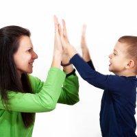 El peligro de hacer demasiados elogios a los hijos