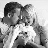 Fotógrafa registra el encuentro de unos padres con su hija adoptada