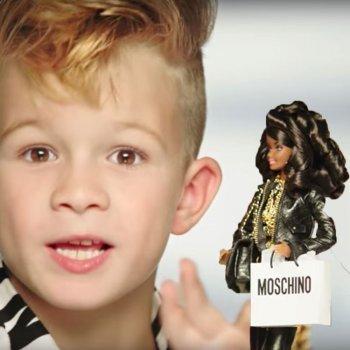 La primera vez que Barbie incluye un niño en sus anuncios