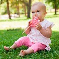 10 alimentos prohibidos para los bebés antes de los 2 años