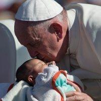 La cariñoterapia del Papa Francisco para los niños hospitalizados