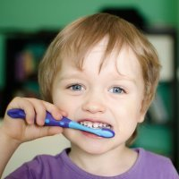 El cepillado de dientes de los niños
