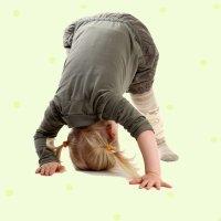Cómo puedes enseñar a tu hijo a hacer volteretas