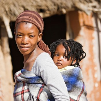 Embarazo, parto y maternidad en el corazón de África