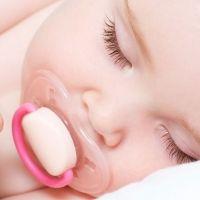 El chupete o el dedo para los bebés