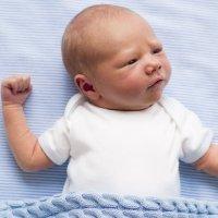 Los bebés no deben estar mucho tiempo boca arriba