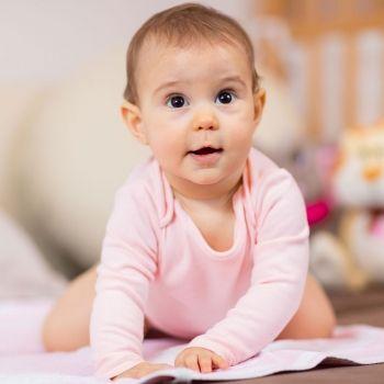 El gateo y la dermatitis del bebé