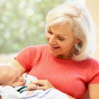 Nacen menos niños y de madres más mayores