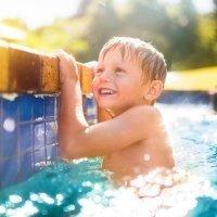 En la piscina, extrema la vigilancia de los niños