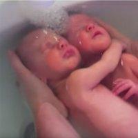 Baby Bath Spa, una técnica relajante para bañar al bebé