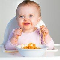 Cuando el bebé está preparado para comer con las manos