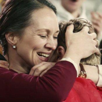 El emocionante vídeo que demuestra lo que las madres hacen por sus hijos