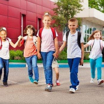 Qué dice la forma de caminar de los niños de su personalidad
