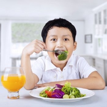 7 peligros de la dieta vegana para los niños
