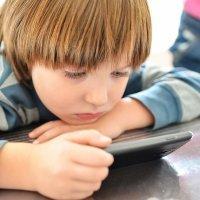 Por qué no debemos utilizar el móvil para tranquilizar al niño