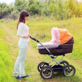 El peligro de cubrir el cochecito del bebé con una tela