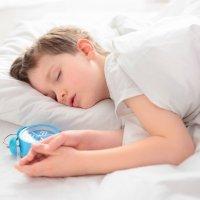 Trucos para despertar temprano a un niño dormilón