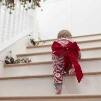 Trucos para enseñar al bebé a subir y bajar escaleras