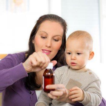 Muchos padres se equivocan con la dosis de medicina de los niños