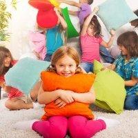Un niño feliz es travieso y ruidoso