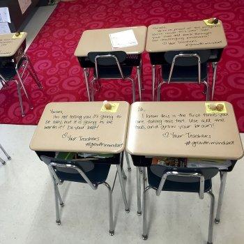 Las motivadoras frases que una profesora deja en los pupitres a sus alumnos