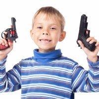 ¿Dejas que tu hijo juegue con juguetes bélicos?