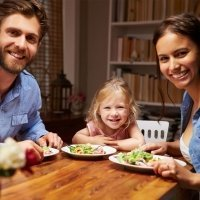 Por qué padres e hijos hemos de cenar juntos