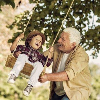 Cuidar a los nietos protege contra la demencia