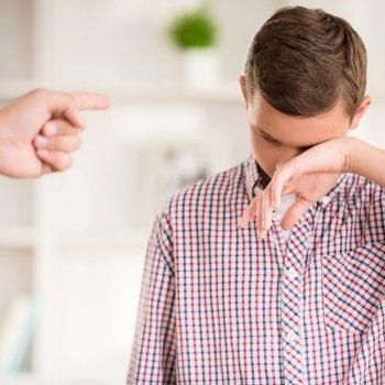 'Hazte hombre' y otras frases prohibidas para los niños