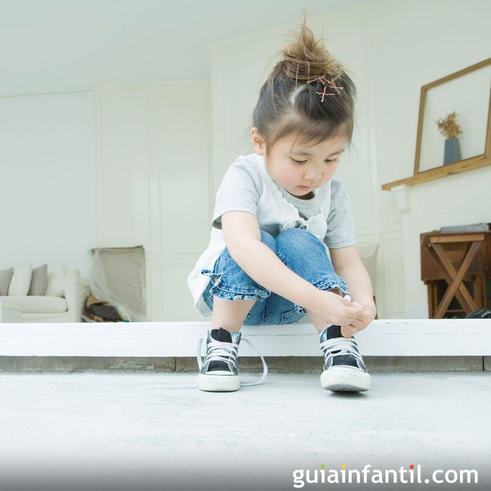 2227a2f4ee6 El truco definitivo para enseñar a atarse los cordones a los niños