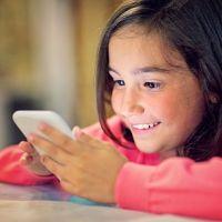 No al uso de móviles antes de los 14 años, según Bill Gates