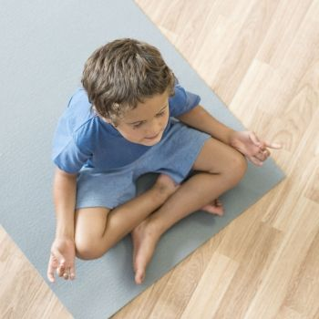 Por qué el yoga tiene tantos beneficios para niños con TDAH