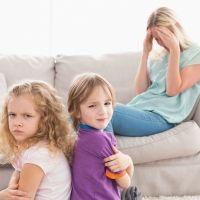 Por qué los niños se portan peor en presencia de las madres
