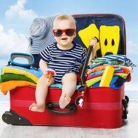 Qué llevar a la playa cuando vas con el bebé
