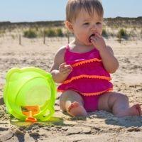 Mi bebé se come la arena, ¿qué puedo hacer?