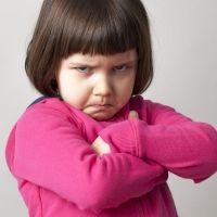 Cómo hablar con un niño enfadado y lograr que nos haga caso