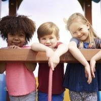 Lo que SÍ y lo que NO debemos hacer para criar niños felices