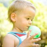 Por qué un simple globo puede matar a un niño