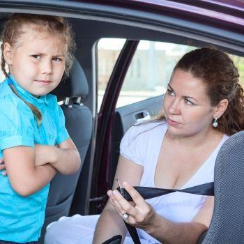 La técnica del huevo para niños que no quieren usar el cinturón de seguridad