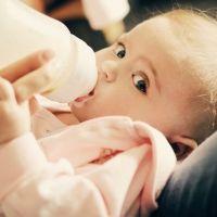 Estudio muestra niveles alarmantes de arsénico en alimentos para bebés
