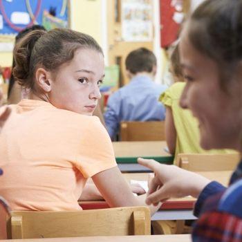 Desprecio de los niños hacia el que destaca