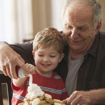Los abuelos permisivos perjudican la salud de los niños