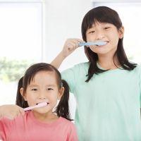 Enseña a tu hijo a cepillarse los dientes según el método Montessori