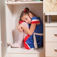 Enseña a tus hijos los peligros del escondite para evitar situaciones como esta