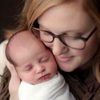 Por qué una madre y su hijo biológico pueden tener la misma edad