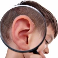 Las curiosas razones por las que a los niños se les ponen las orejas rojas